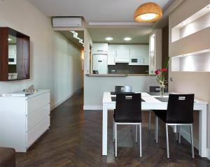 Nhà bếp/bếp nhỏ tại Gaudint Barcelona Suites