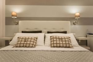 Cama ou camas em um quarto em Saint Peter Apartments