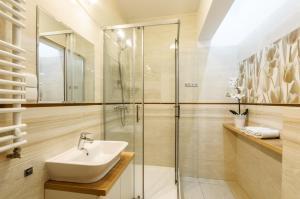 A bathroom at Apartment Wola4Mi