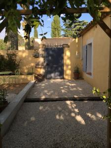 A porch or other outdoor area at Charmant Studio Brignoles