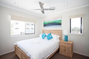 A room at Petrie Beach Holiday Home