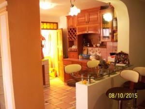 El salón o zona de bar de Apart Cusco Colibry Kennedy B
