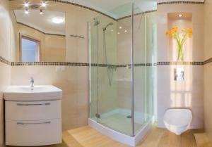 A bathroom at Domki Apartamentowe Bravo