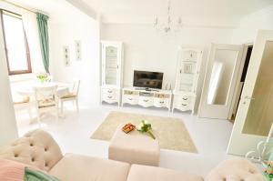 The lounge or bar area at Vanilla Residence Mamaia