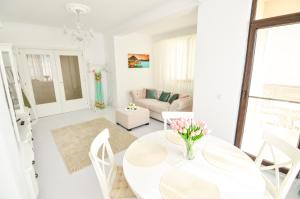 A seating area at Vanilla Residence Mamaia