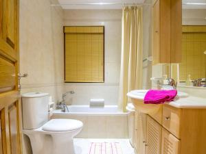 Salle de bains dans l'établissement SeaView Apartment in Saint Thomas Bay
