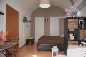 Dimora D'Amuri tesisinde bir odada yatak veya yataklar