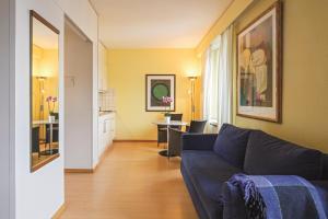 A seating area at Apartments zum Löwen