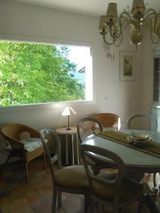 A restaurant or other place to eat at La Finestra Sul Verde