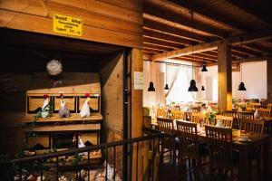 Ein Restaurant oder anderes Speiselokal in der Unterkunft Schwäbisches Caféhaus Alte Kass