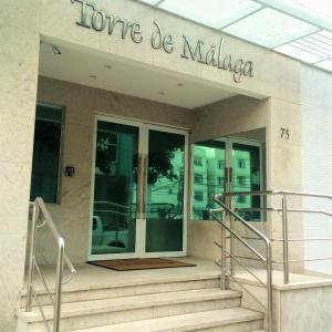The facade or entrance of Ótimo Apartamento A Uma Quadra Do Mar