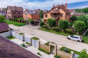 The surrounding neighborhood or a neighborhood close to the aparthotel
