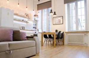 The lounge or bar area at Apartments on Belinskogo ulitsa
