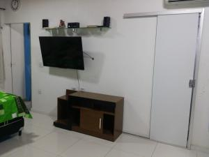 A television and/or entertainment center at Residencial Adam Lima