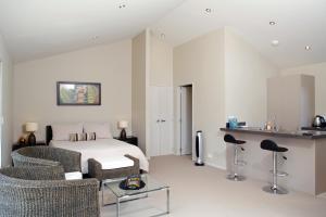 A room at Te Whau Ridge Studio
