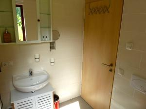 A bathroom at Ferienhaus Salzberg