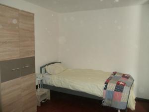 O cameră la Goossens Apartments