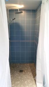 A bathroom at le clos du fourmanoir