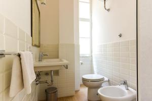 A bathroom at CS Cosy Termini Studio