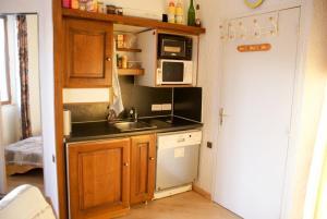 A kitchen or kitchenette at Résidence le Diamant