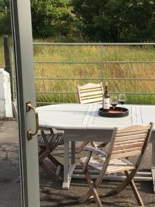 A porch or other outdoor area at Kilshanny Milk Parlour Cottage