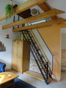Ein Etagenbett oder Etagenbetten in einem Zimmer der Unterkunft Ferienwohnung Hermannstein