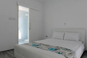 A bed or beds in a room at Kalypso