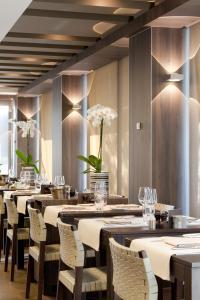 Een restaurant of ander eetgelegenheid bij Holidaysuite Mathilda