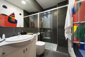 A bathroom at Suites Garden Loft Miro