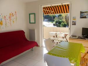 A seating area at Apartment Les Aigues Marines.36