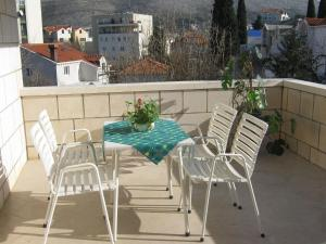 A balcony or terrace at Apartments and Rooms Artemida