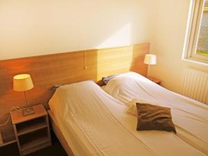 A bed or beds in a room at Holiday Home Middelharnis.3