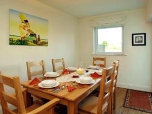 A restaurant or other place to eat at Holiday Home Ballyhass Lakes.2
