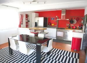 A kitchen or kitchenette at Maison d'Elie