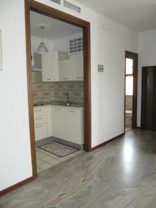 Een keuken of kitchenette bij Pretty Apartment