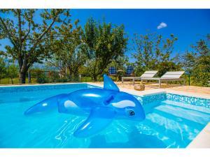 The swimming pool at or close to Villa Romansa