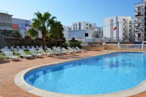 The swimming pool at or near Hotel Apartamentos Central City