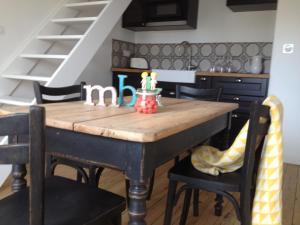 A kitchen or kitchenette at Appartements de Jules & Victoire