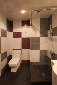 A bathroom at Caliseum Sayat-Nova 33