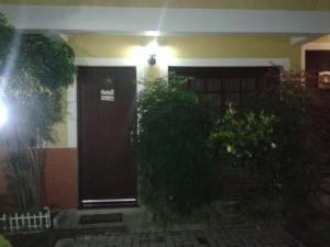 The facade or entrance of Casa 25 (Dois Pinheiros)