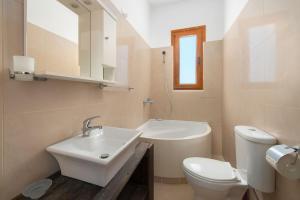 A bathroom at Sea View Rhodos Villas