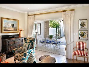 The lounge or bar area at 10 Villefranche