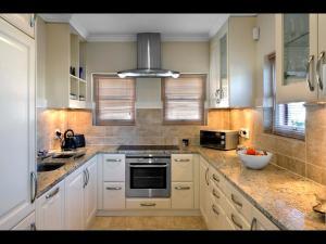 A kitchen or kitchenette at 10 Villefranche