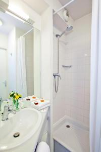 Salle de bains dans l'établissement Séjours & Affaires Paris Ivry