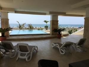 Het zwembad bij of vlak bij Cartagena Beach Front