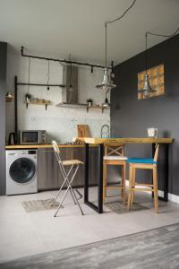 Кухня или мини-кухня в Арт Лофт
