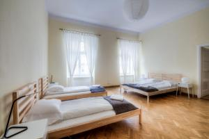 A bed or beds in a room at Michałowskiego 11