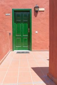 De façade/entree van Oasis Royal