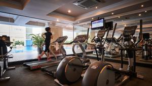 Das Fitnesscenter und/oder die Fitnesseinrichtungen in der Unterkunft Sherwood Residence