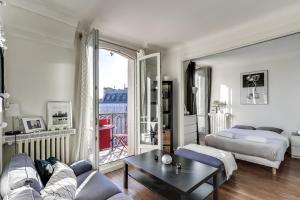 Ein Zimmer in der Unterkunft Bright with Stunning views of Paris by GuestReady